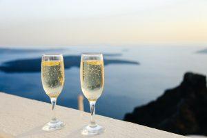 twee glazen champagne